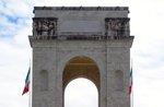 Fahren Sie in den ersten Weltkrieg hundertsten die Restaurierungsarbeiten am Kriegerdenkmal in Asiago