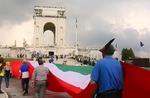 Video der Modenschau der weltweit längste Flagge von Gallio in Asiago, Altopiano dei Sette Comuni