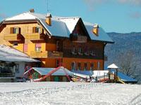 L'esterno dell'Hotel Da Barba nella stagione invernale