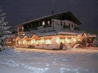 L'Albergo Orthal immerso nella neve