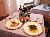 Il ristorante dell'Hotel Pennar propone splendidi piatti della tradizione locale