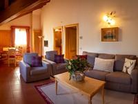 L'ampia e luminosa zona living dell'appartamento n°10, per momenti di svago e relax