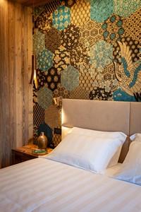 Dettaglio della Camera Doppia Superior con raffinate decorazioni alla parete