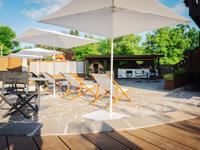Comodi lettini per prendere il sole nella terrazza dell'Asiago Sporting Hotel