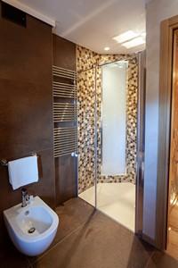 L'ampio box doccia del bagno della camera Junior Suite dell'Asiago Sporting Hotel