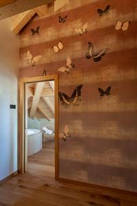 Raffinate decorazioni alle pareti della camera Penthouse, per un tocco di originalità