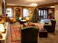 La hall dell'Asiago Sporting Hotel è arredata con stile ed eleganza