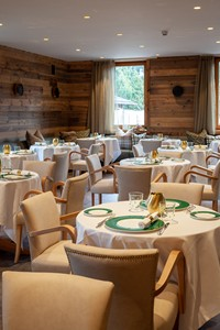 L'elegante sala ristorante dell'Asiago Sporting Hotel