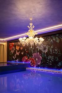 Eleganti decorazioni rendono la piscina dello Sporting davvero unica