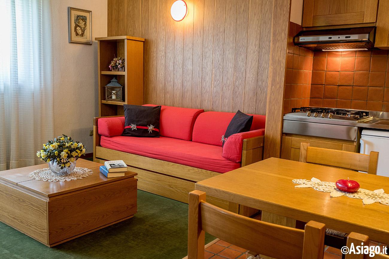 Residence des alpes asiago foto e descrizione camere - Soggiorno con divano ...