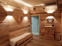 L'area wellness con il calore del legno
