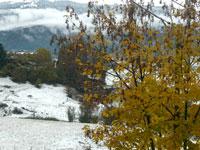 La vista dall'albergo sulle grotte delle Zeleghen Baibelen