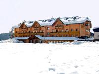 L'esterno dell'Hotel Gaarten con la neve