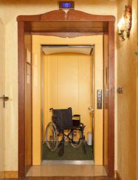 L'ascensore utilizzabile anche da disabili in carrozzina