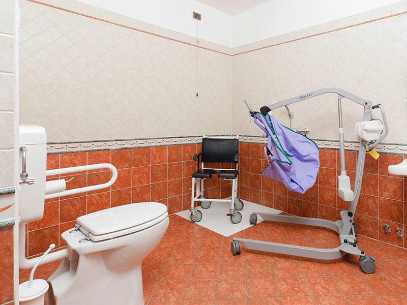 Arredo bagno per disabili design casa creativa e mobili - Normativa bagno disabili ...