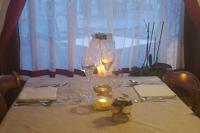 Tavolo e atmosfera cena alla locanda