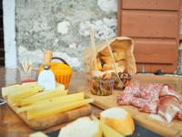 Tagliere di formaggio Asiago Dop e soppressa Malga Serona