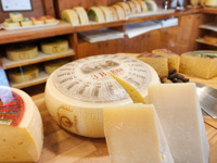 Forma di formaggio prodotto dal Caseificio Pennar