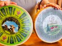 Forme di formaggio allo Spaccio Cooperativo Pennar