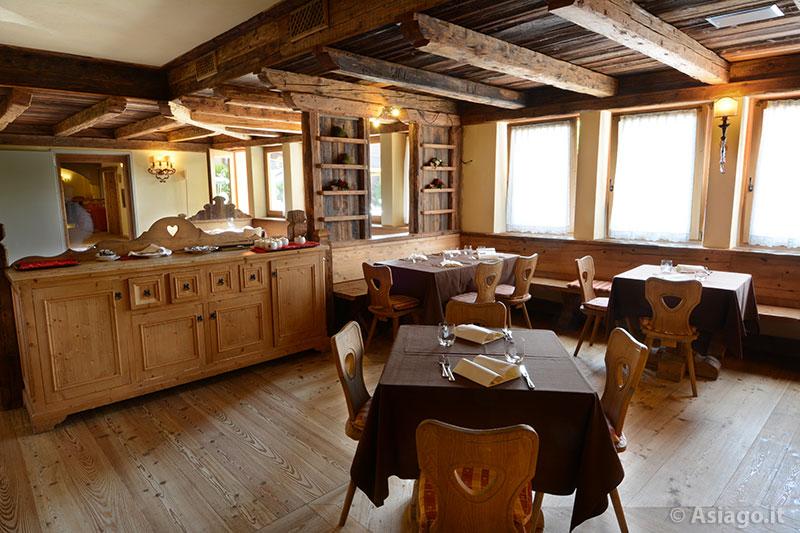 Ristorante mulini del gaarten altopiano di asiago 7 comuni - Sala da pranzo rustica ...
