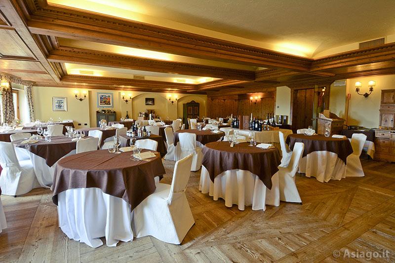 da creativo sala Rustica pranzo : Salone Ristorante Tavoli da pranzo e caminetto Tavoli Sala da Pranzo