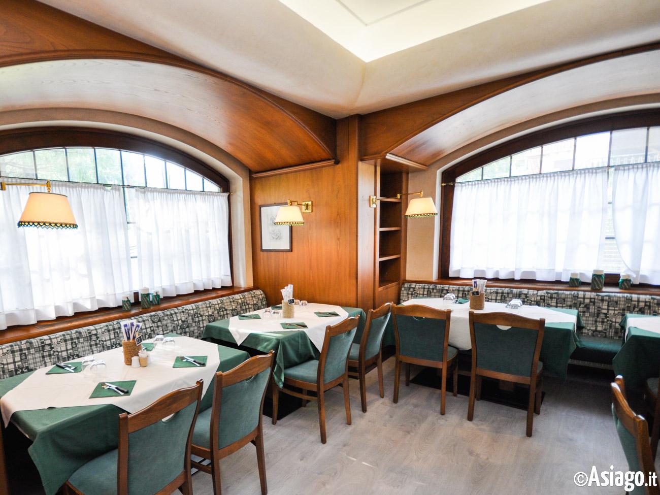 Ristorante pizzeria la lepre bianca altopiano di asiago for Sala da pranzo bianca