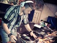serata con dj in scratch lp mixer