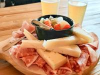 Tagliere misto di formaggi e salumi