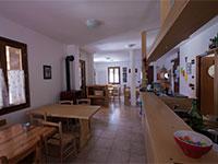 Sala da pranzo rifugio bar alpino