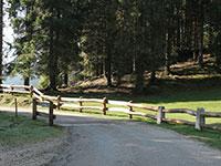 Sentiero steccato fuori dal rifugio