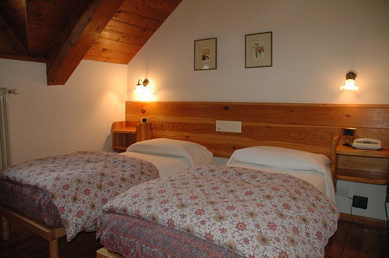 Foto e descrizione camere rifugio malga campomulo for Camere di montagna