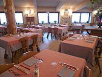 sala apparecchiata ristorante rifugio verenetta